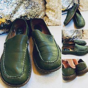 BORN Leather Slides Spring Green Sz 8M Flats GUC